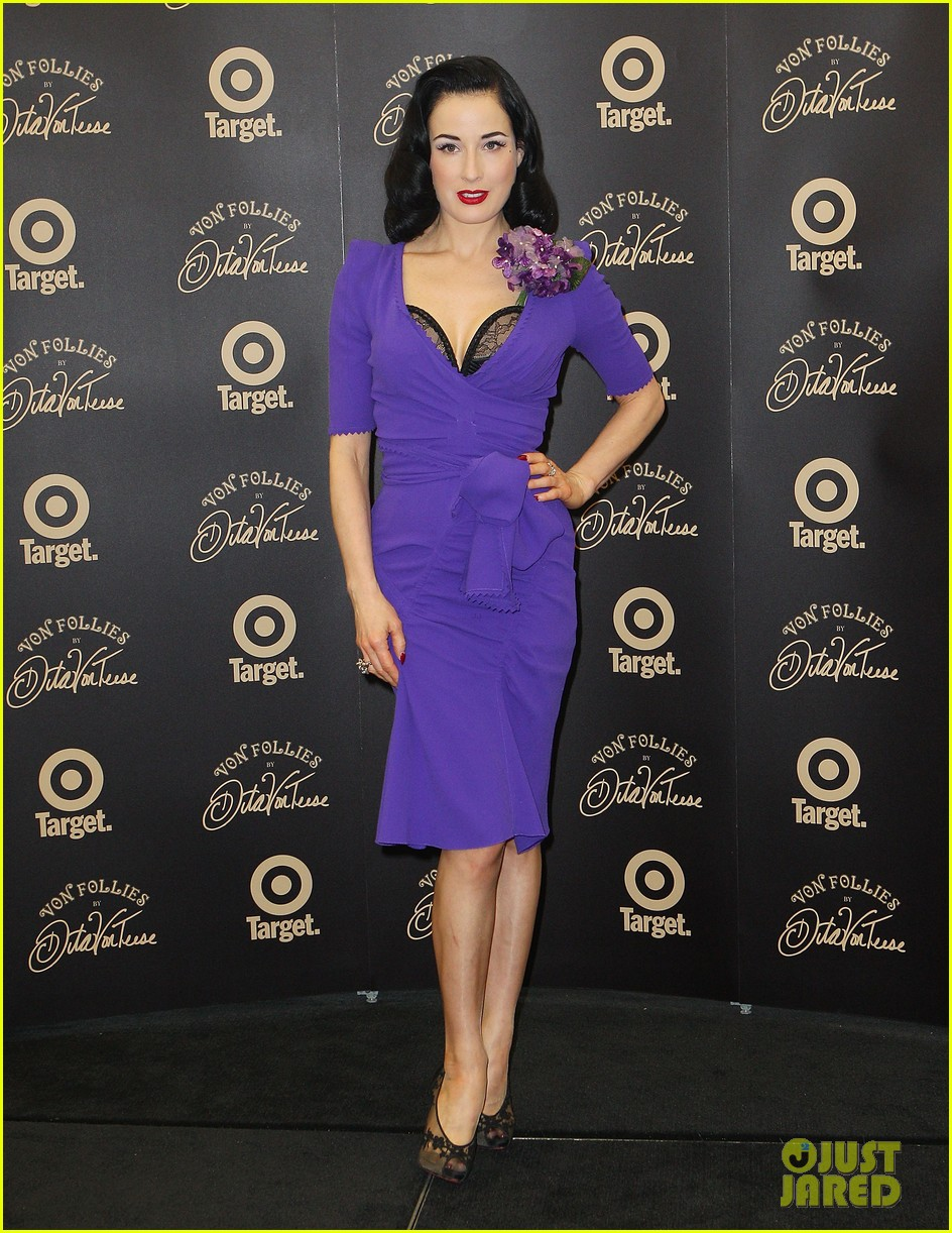 dita von teese von follies photo call 09