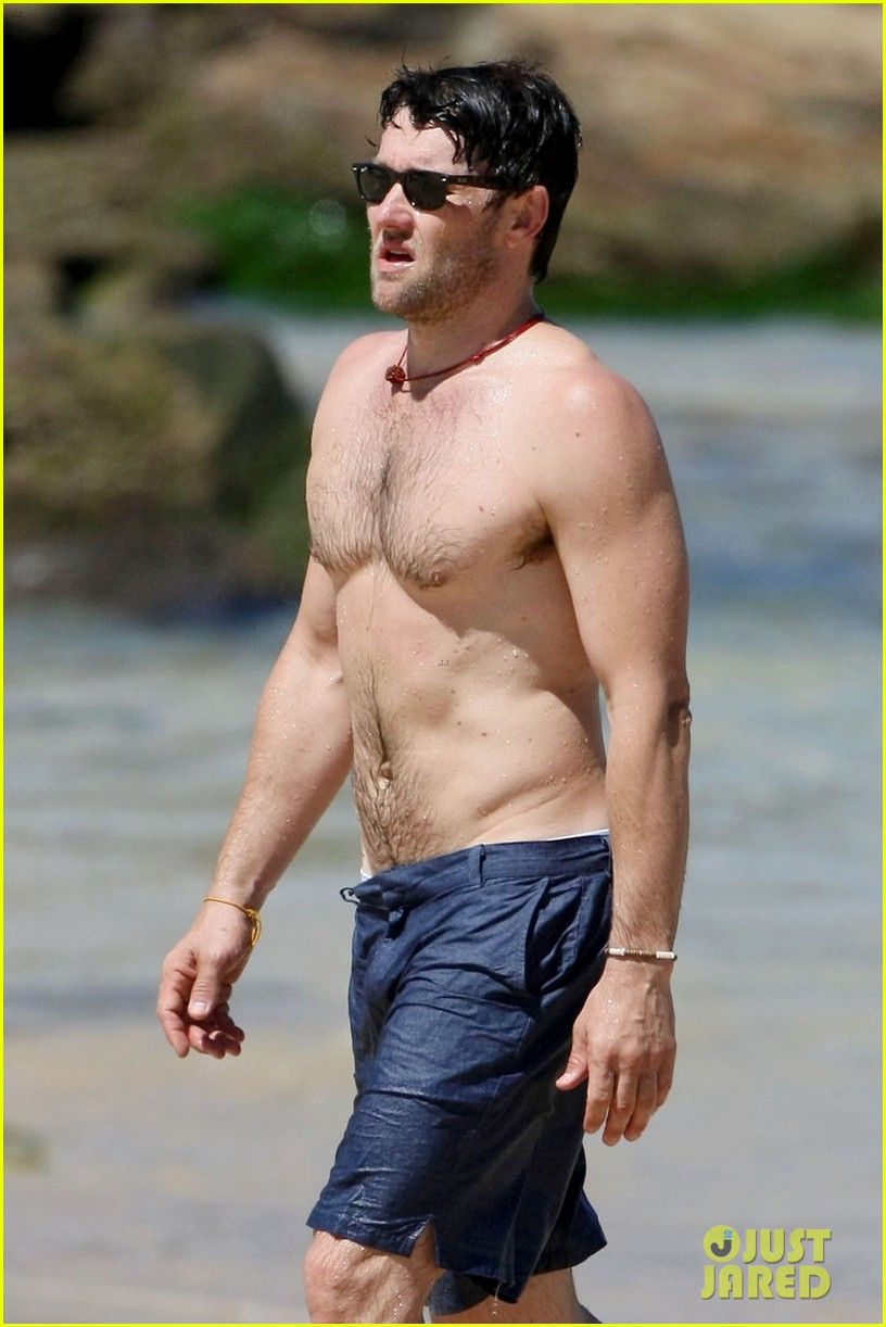 joel edgerton shirtless dip in bondi beach 09