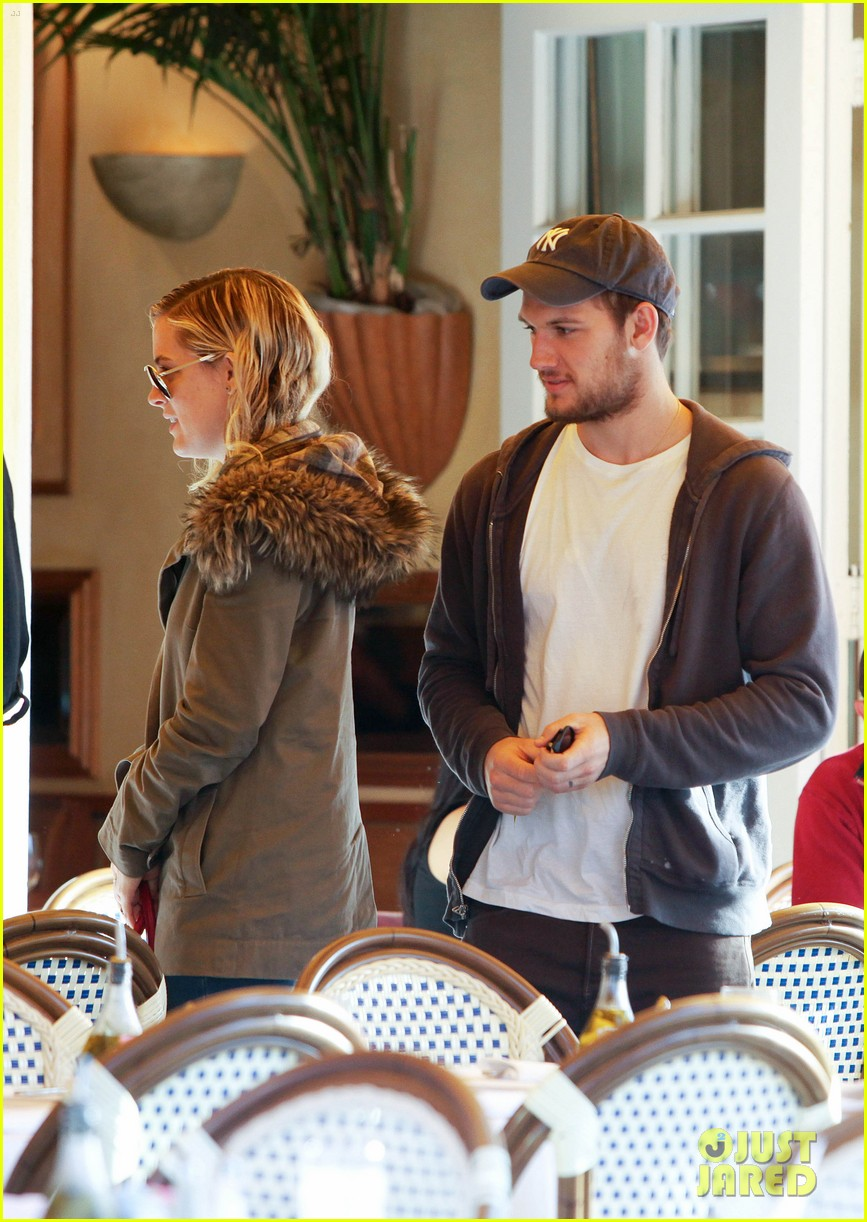 alex pettyfer engaged riley keough 022638637
