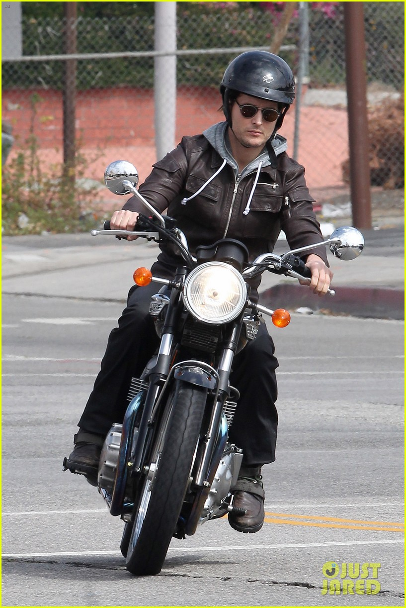 peter facinelli motorcycle ride post divorce 01