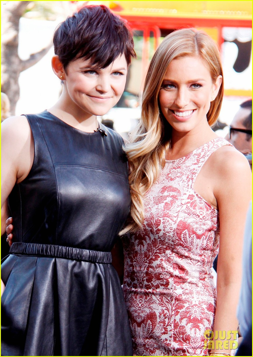 ginnifer goodwin extra appearance at the grove 08