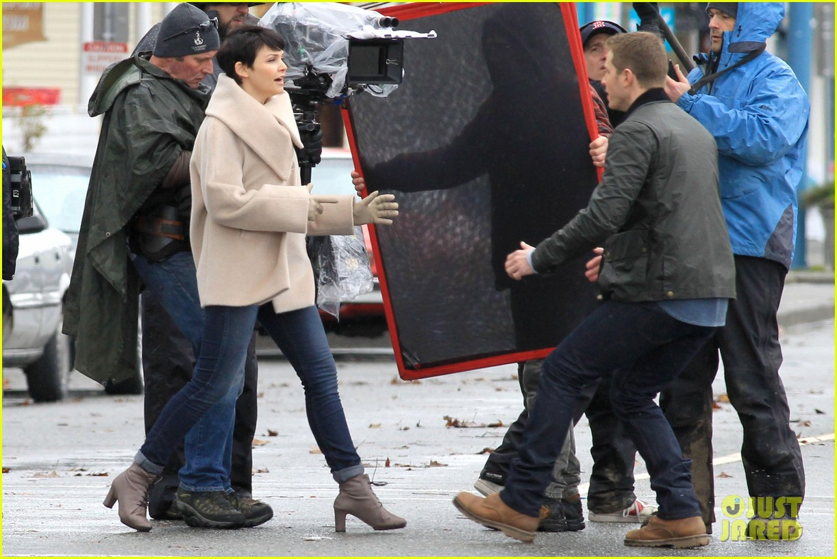 ginnifer josh on set 20