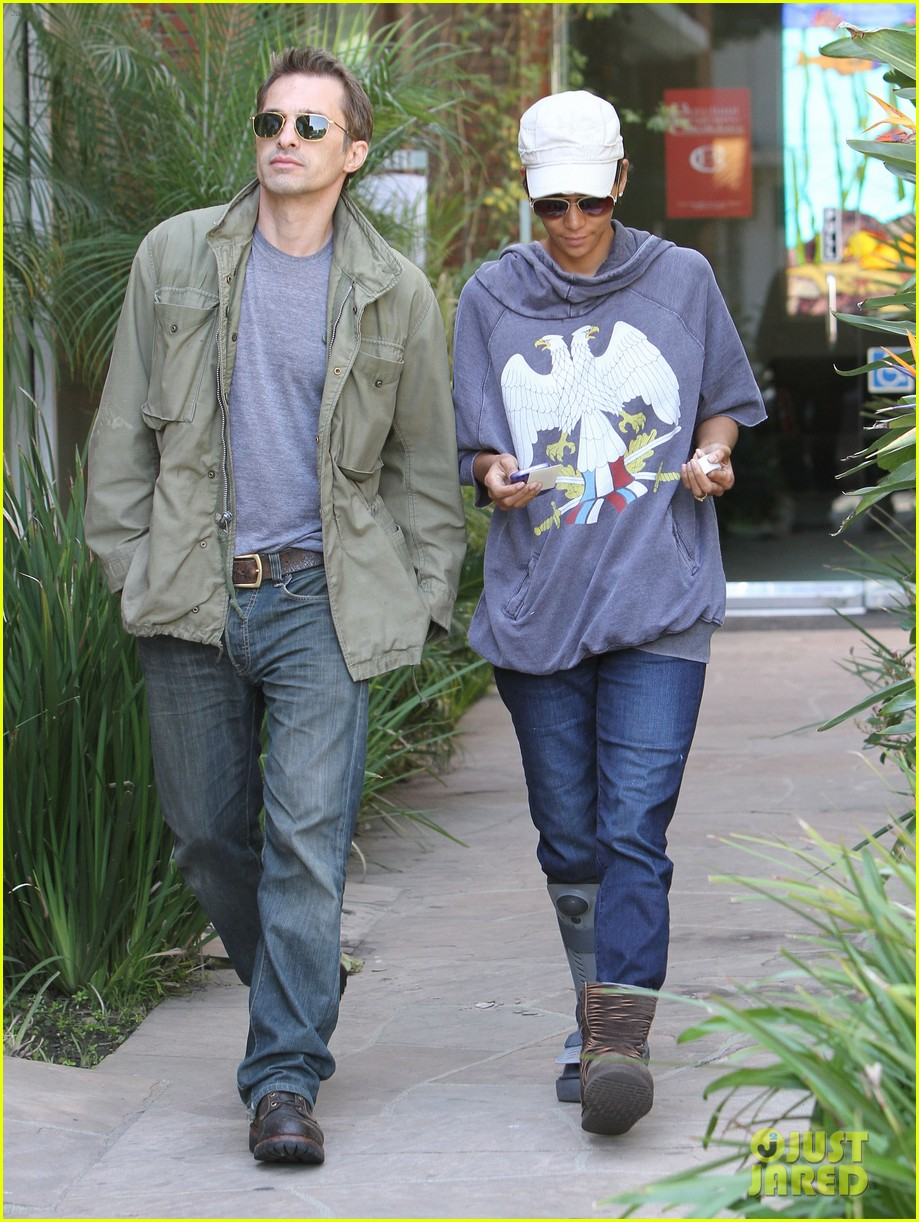 halle berry olivier martinez doctor appointment 03