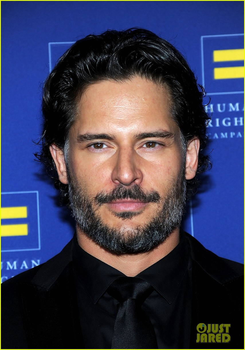 chelsea handler hrc gala with joe manganiello 06