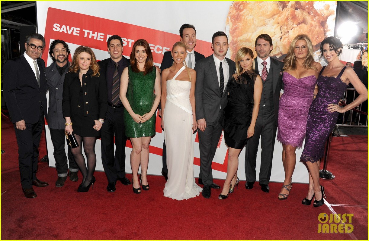 alyson hannigan american reunion cast at hollywood premiere 03