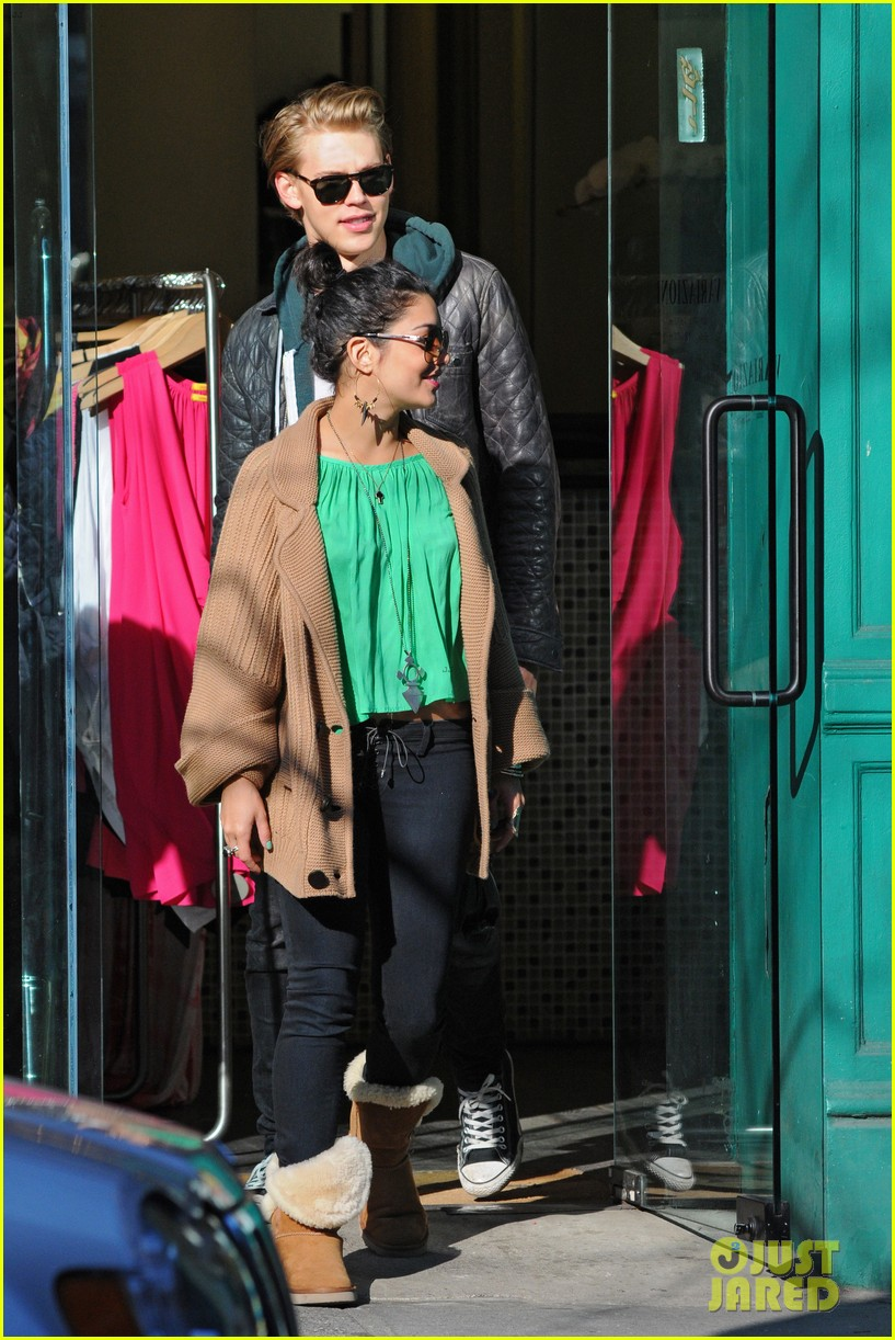 vanessa hudgens austin butler st pattys day 02