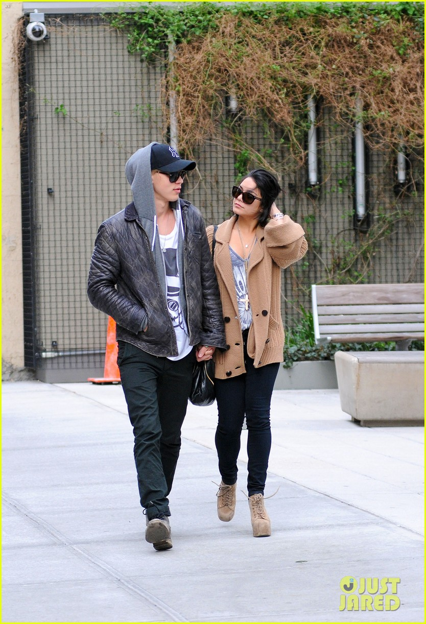 vanessa hudgens austin butler soho lovers 06