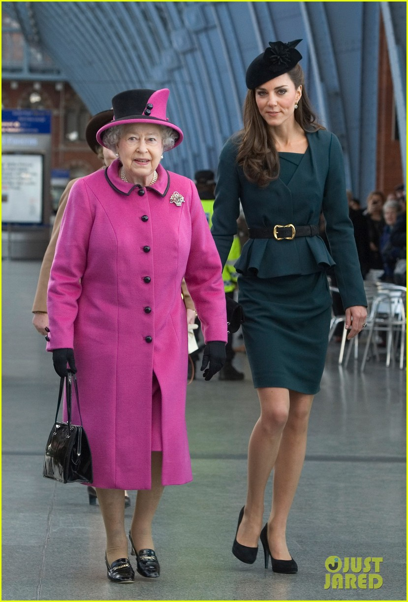duchess kate queen elizabeth leicester 08