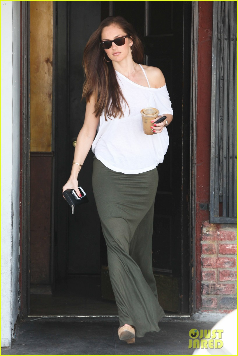minka kelly grabs coffee 01
