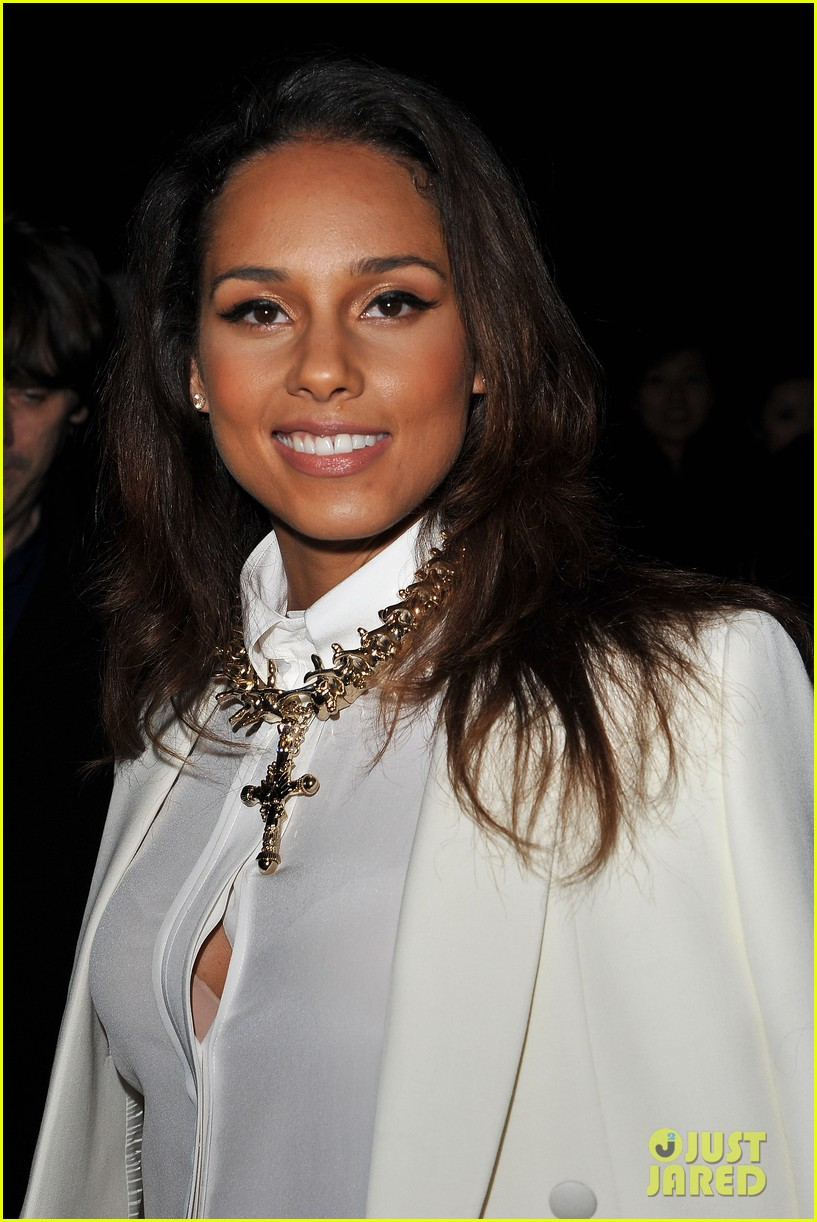 alicia keys kanye west givenchy paris show 032635983