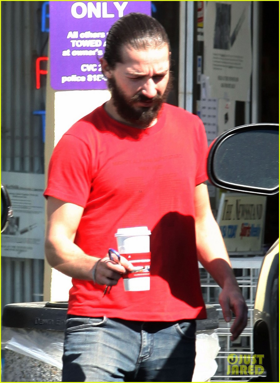 shia labeouf red shirt 05