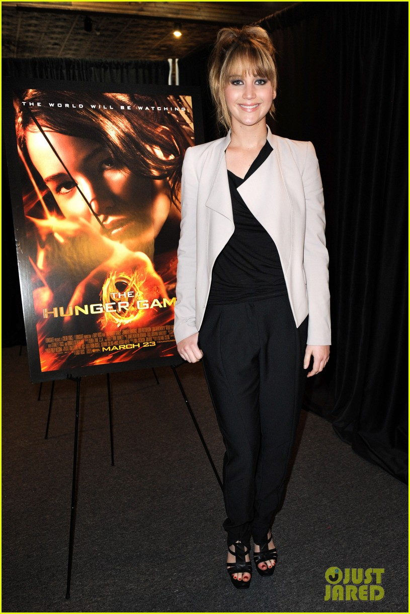 jennifer lawrence broward mall hunger games tour 01