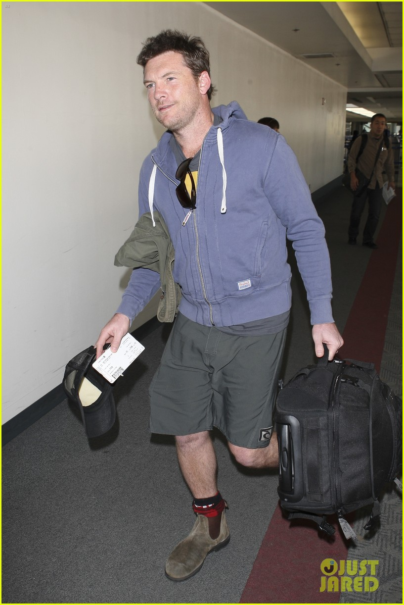 sam worthington lax flight 06