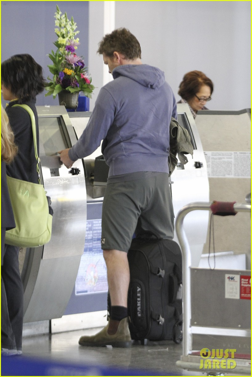 sam worthington lax flight 07