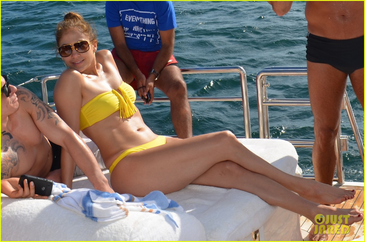 jennifer lopez casper smart yacht vacation 01