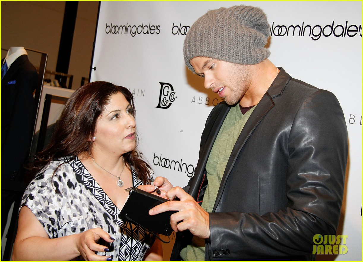 kellan lutz celebrates his birthday with fans 252640081