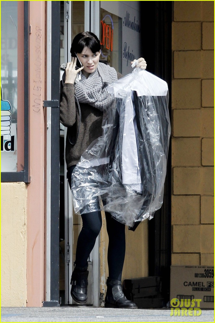 rooney mara thursday errands 03