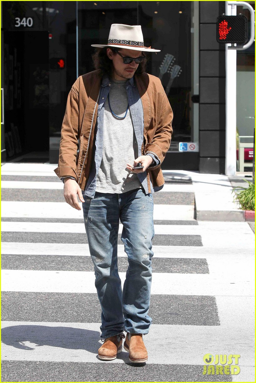 john mayer beverly hills lunch 01