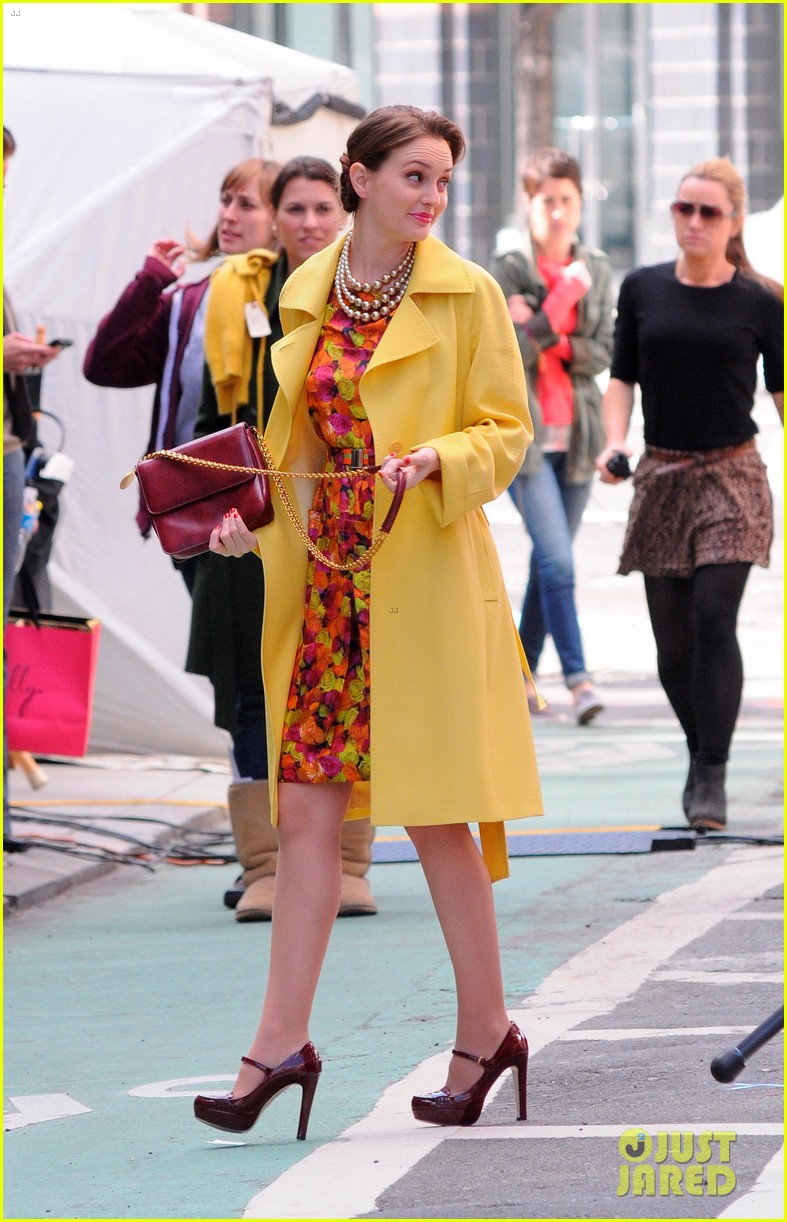 leighton meester yellow coat gossip girl set 09