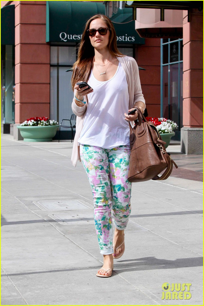 minka kelly spa walk 02