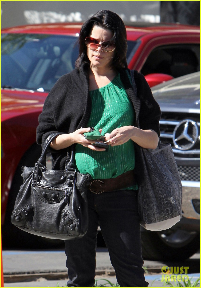 neve campbell pregnant 03