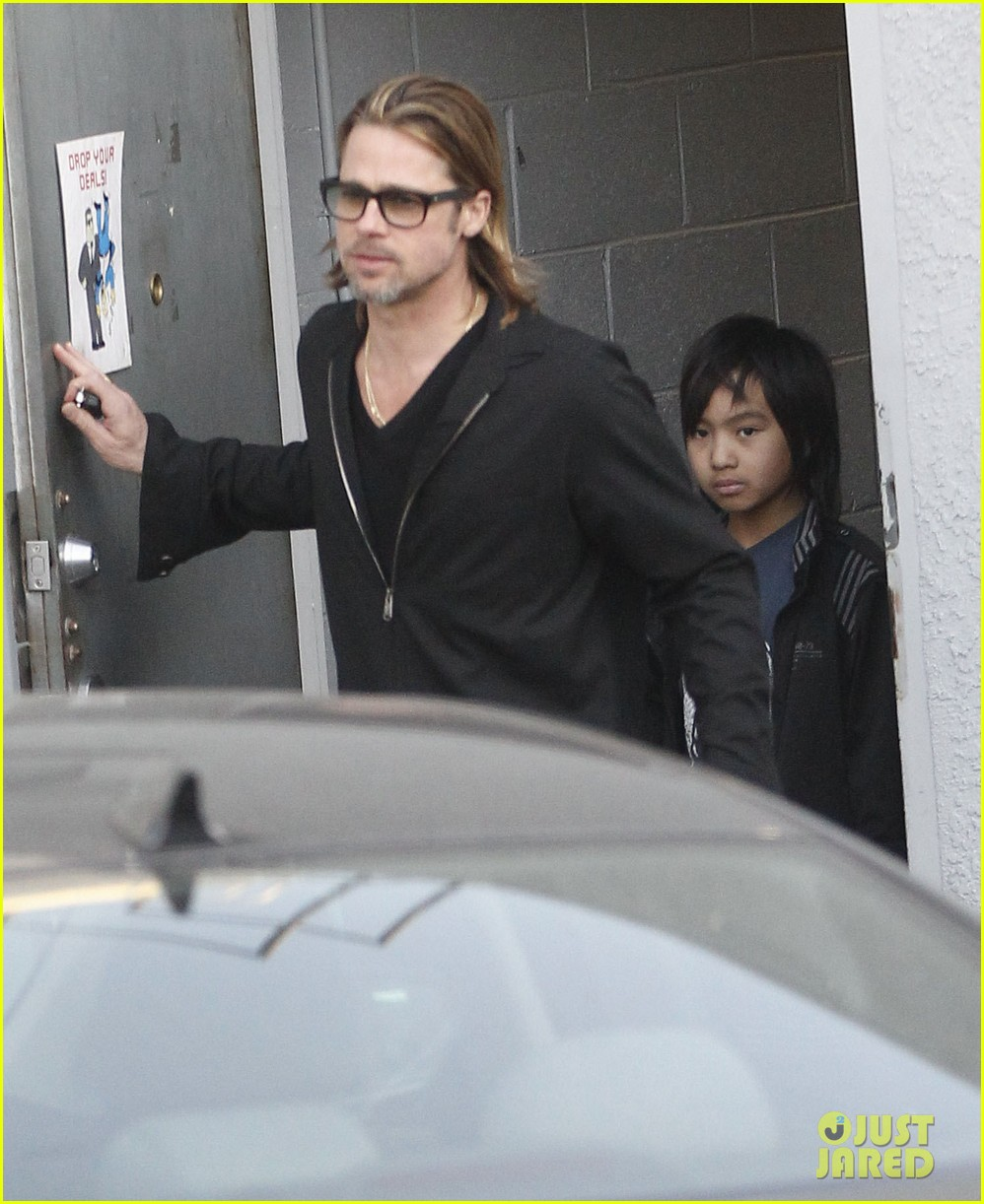 brad pitt maddox visit guitar center 06