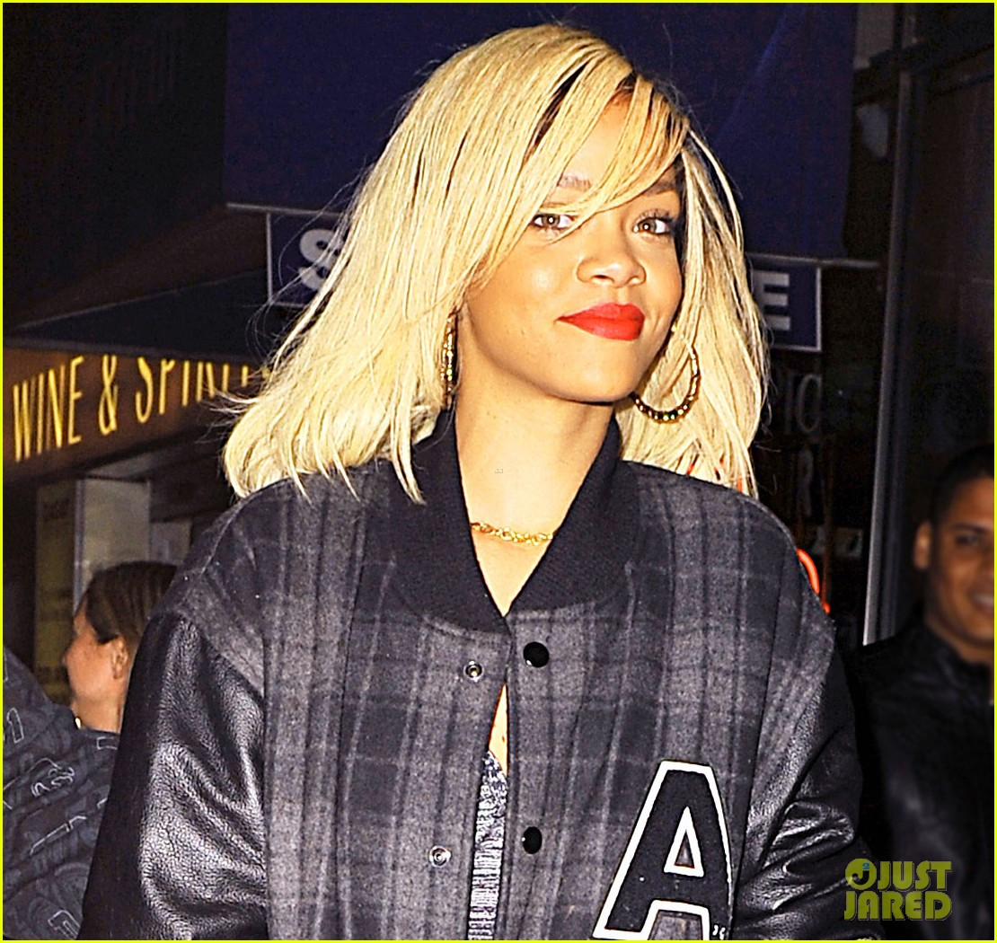 rihanna heads to birthday party 04