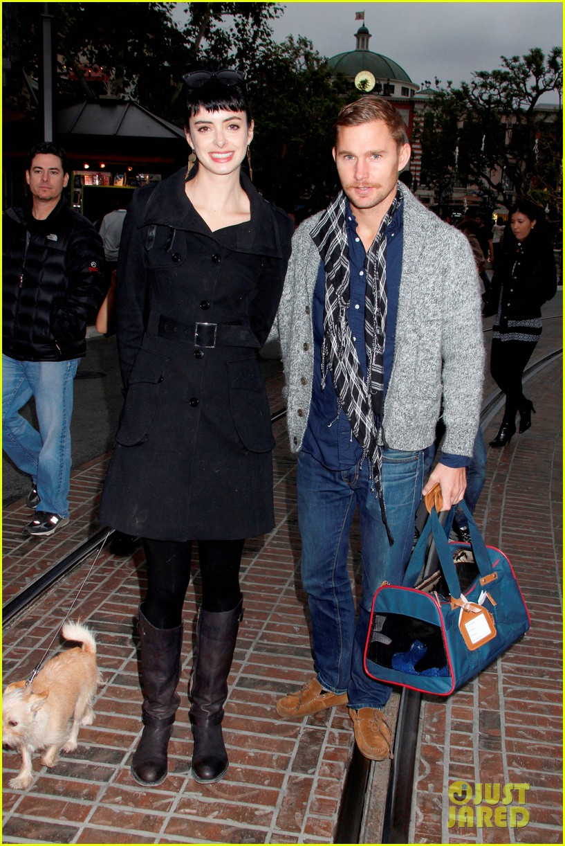 krysten ritter brian geraghty shopping at the grove 012640082