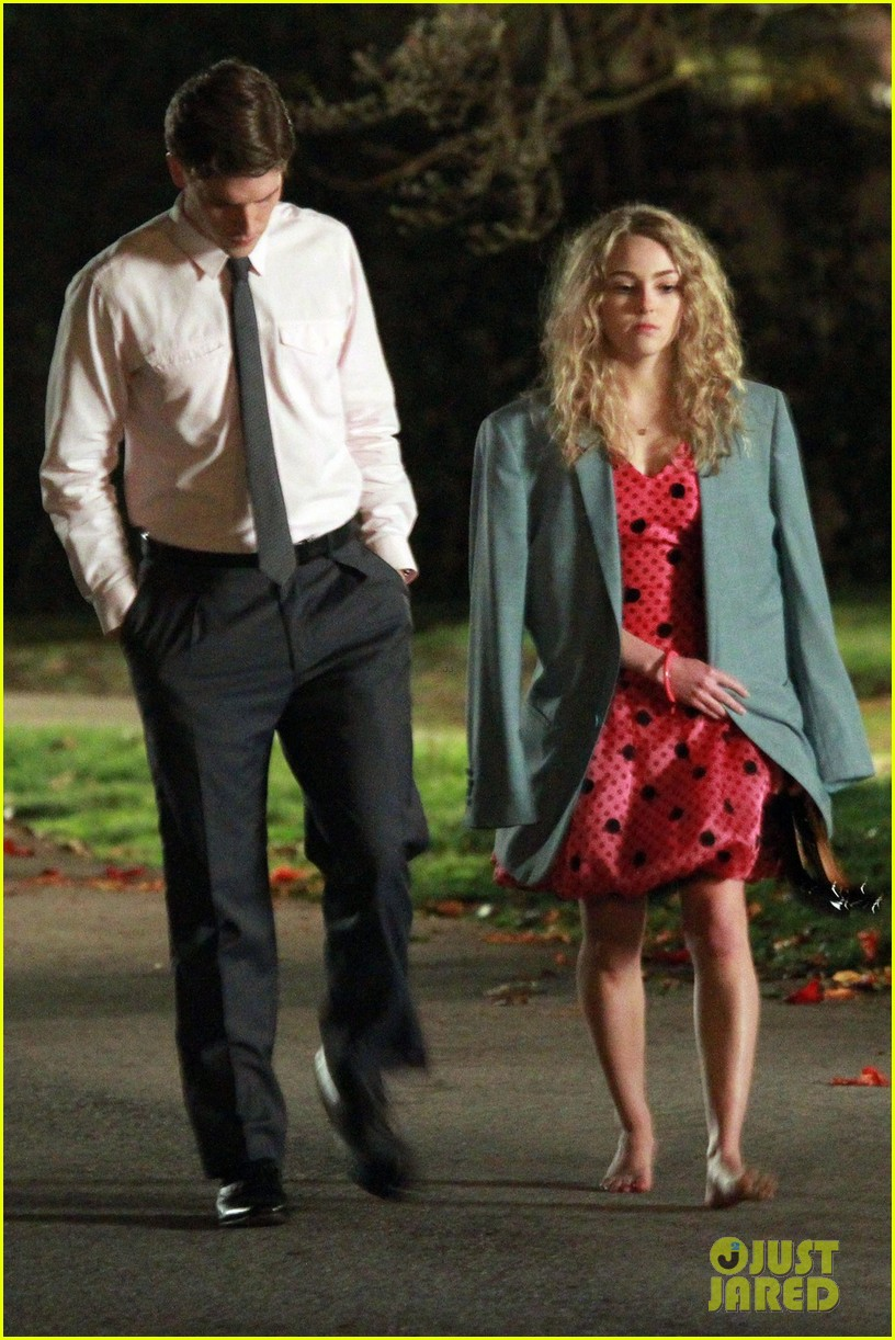 annasophia robb barefoot for the carrie diaries 02