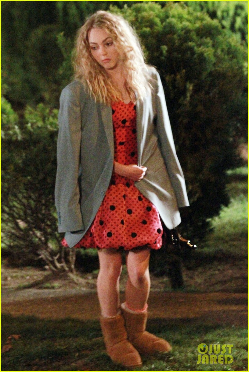 annasophia robb barefoot for the carrie diaries 04