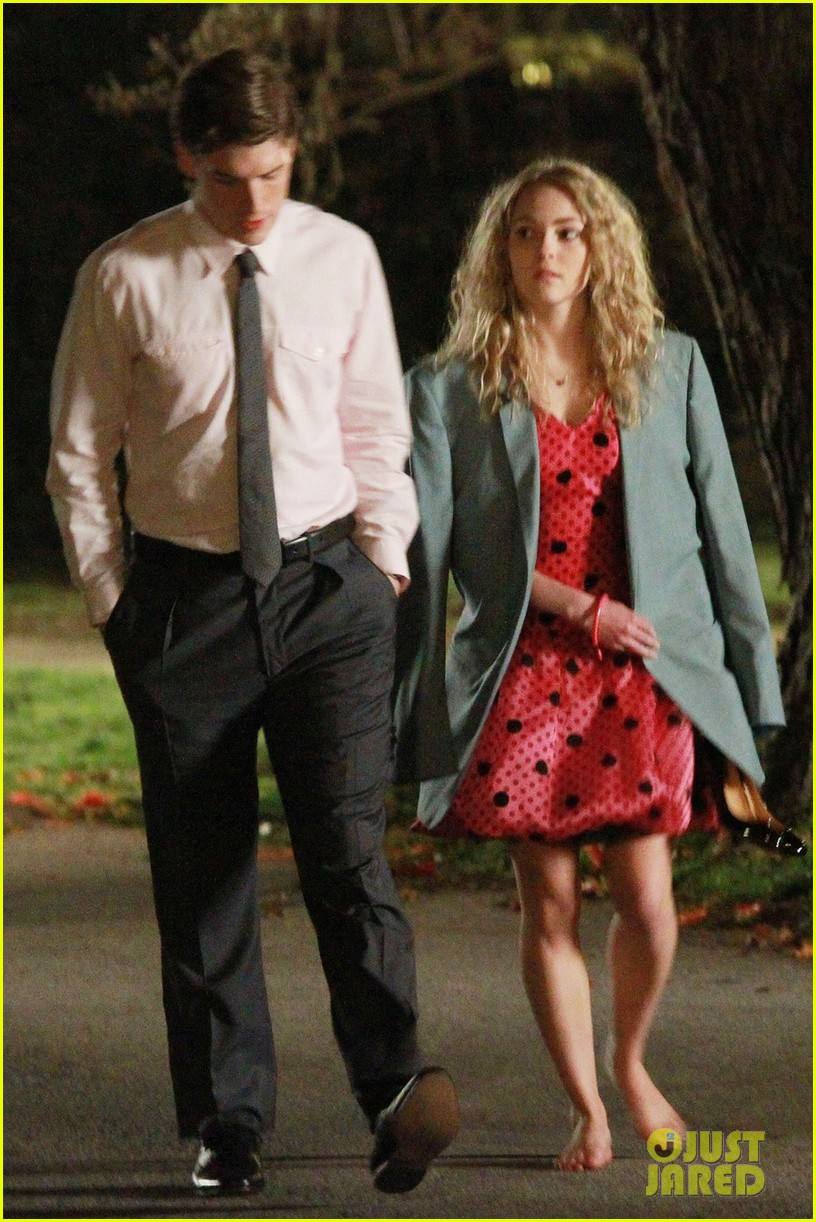 annasophia robb barefoot for the carrie diaries 09