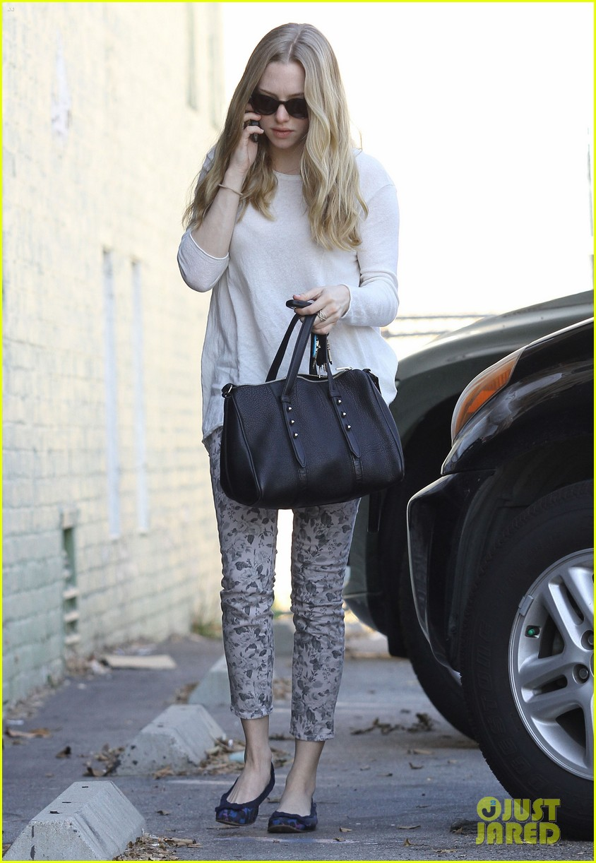 amanda seyfried errands 03