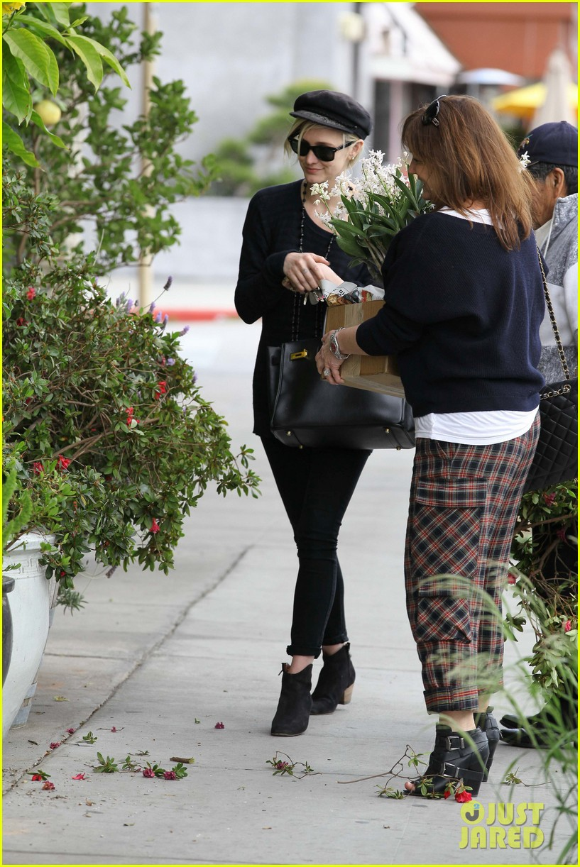 ashlee simpson lunch mom tina 082636939