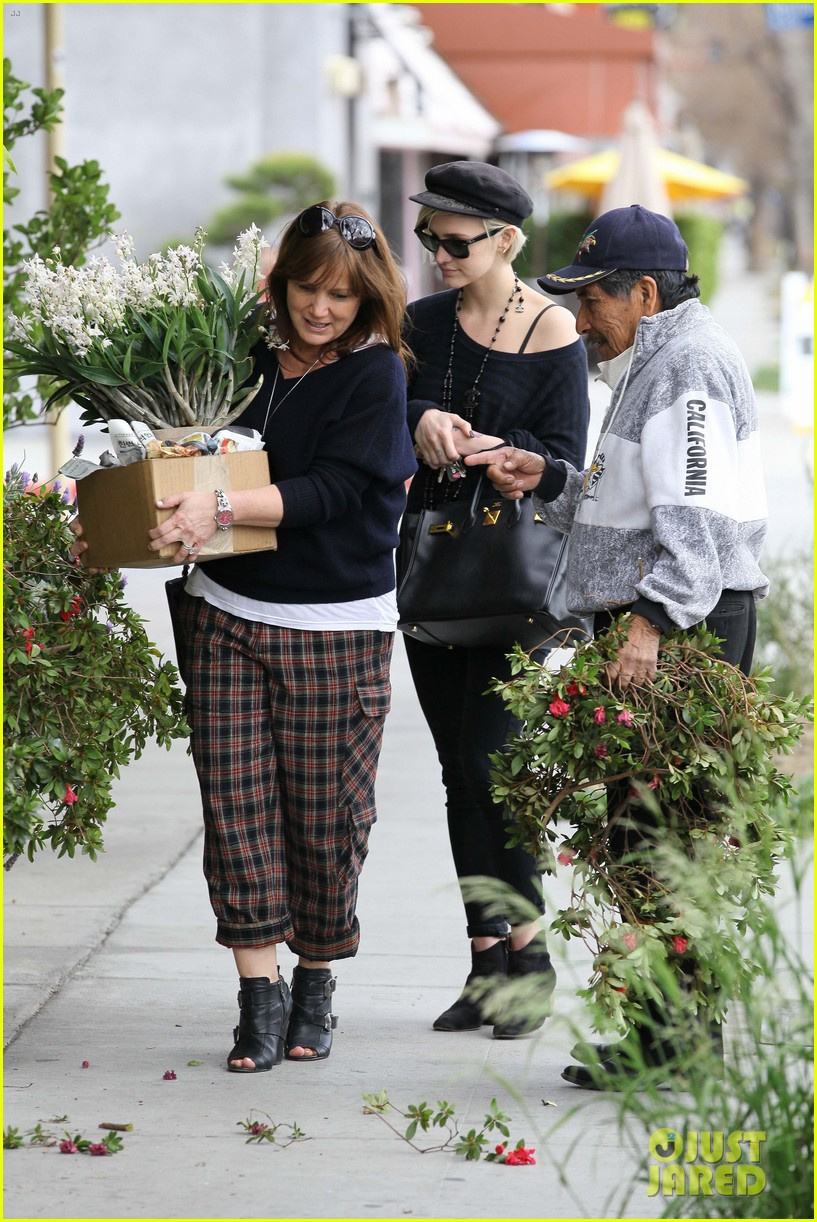 ashlee simpson lunch mom tina 09