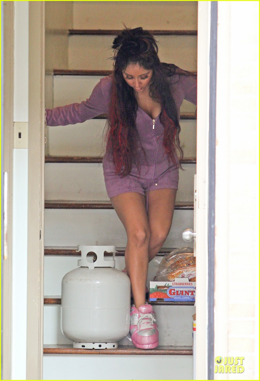 pregnant snooki begins filming jersey shore spinoff 03