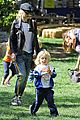 gwen stefani easter egg hunt 05