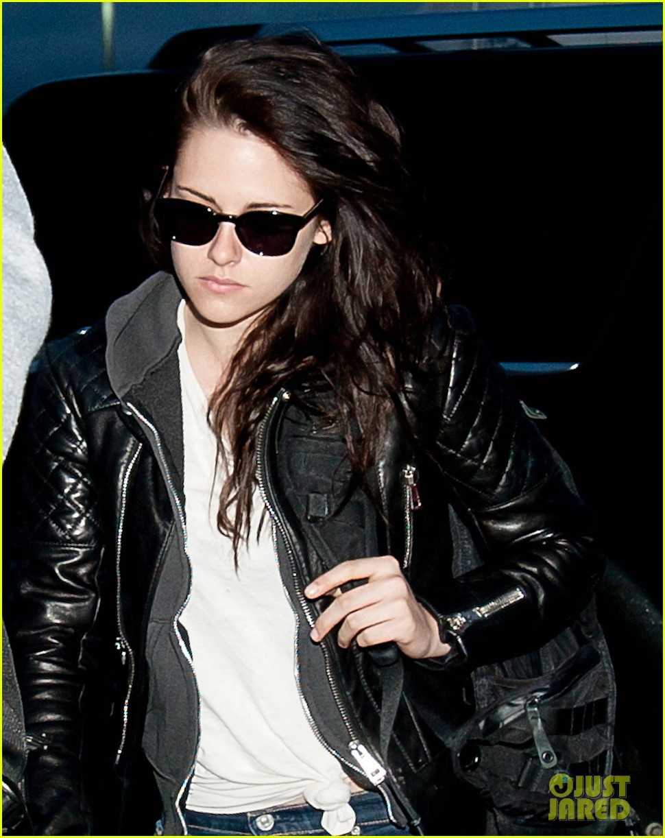kristen stewart leaving lax 05