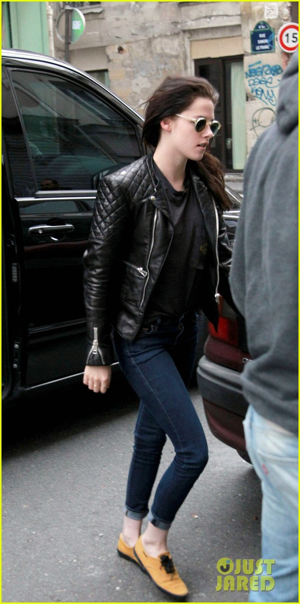 kristen stewart out about paris 03
