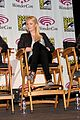 kristen stewart charlize theron snow white at wondercon 01