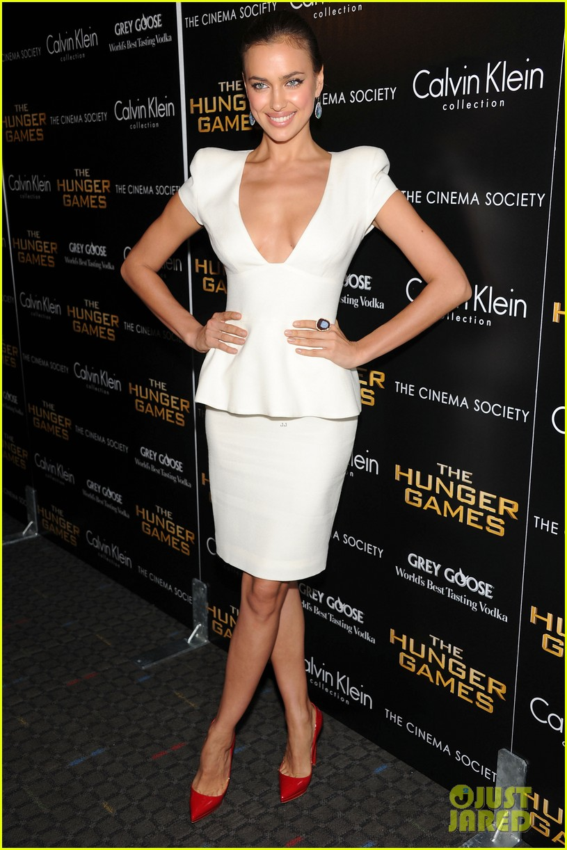 irina shayk chrissy teigen hunger games screening 01
