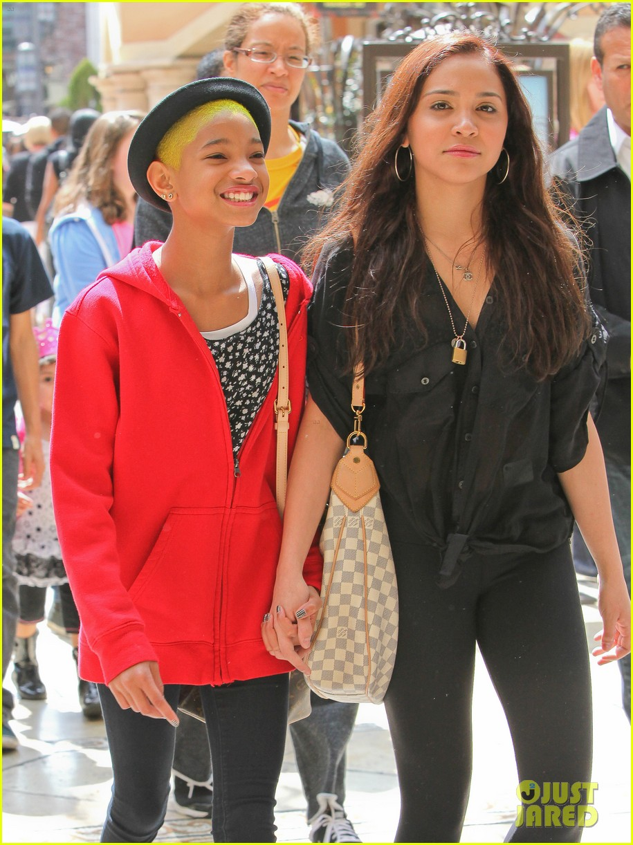 willow smith yellow hair 022642244