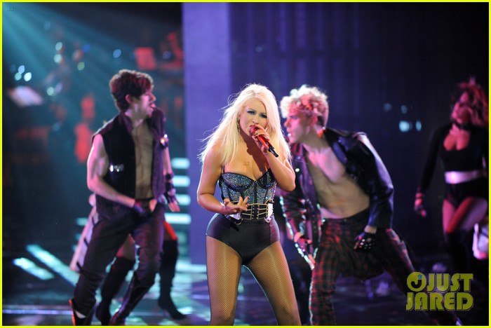 christina aguilera fighter the voice 05