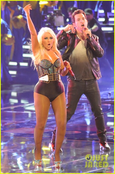 christina aguilera fighter the voice 09
