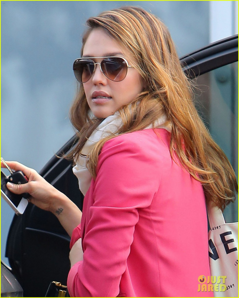 jessica alba pretty in pink 02