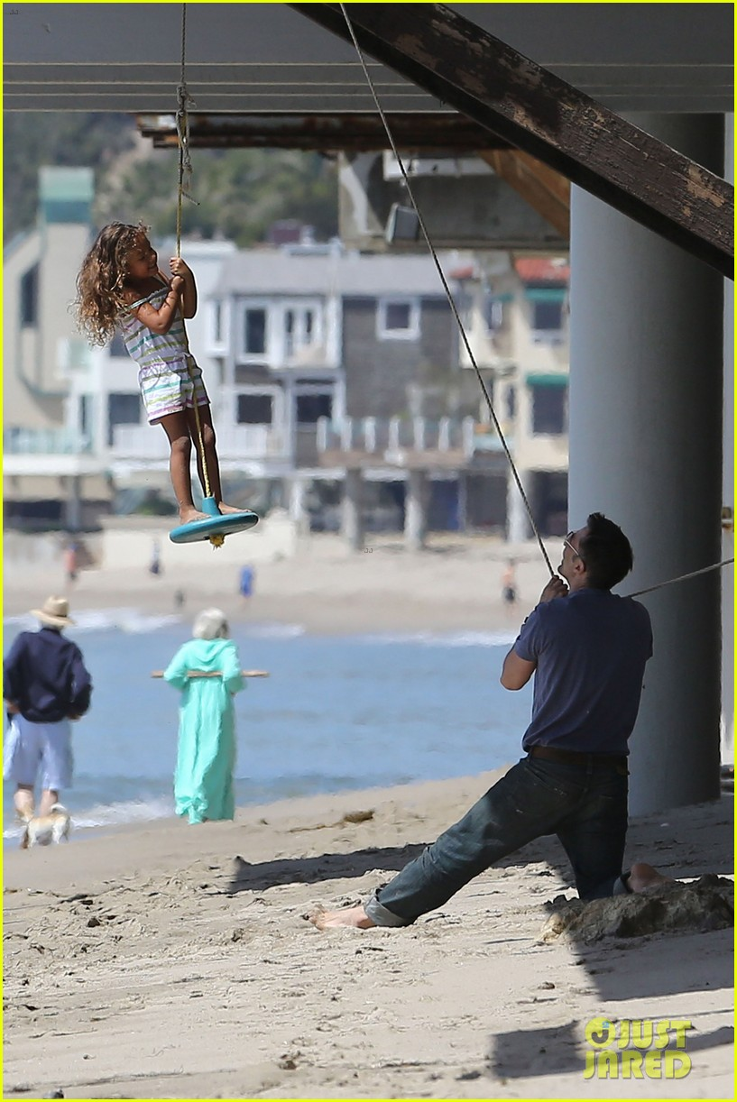 halle berry olivier martinez malibu beach time with nahla 20