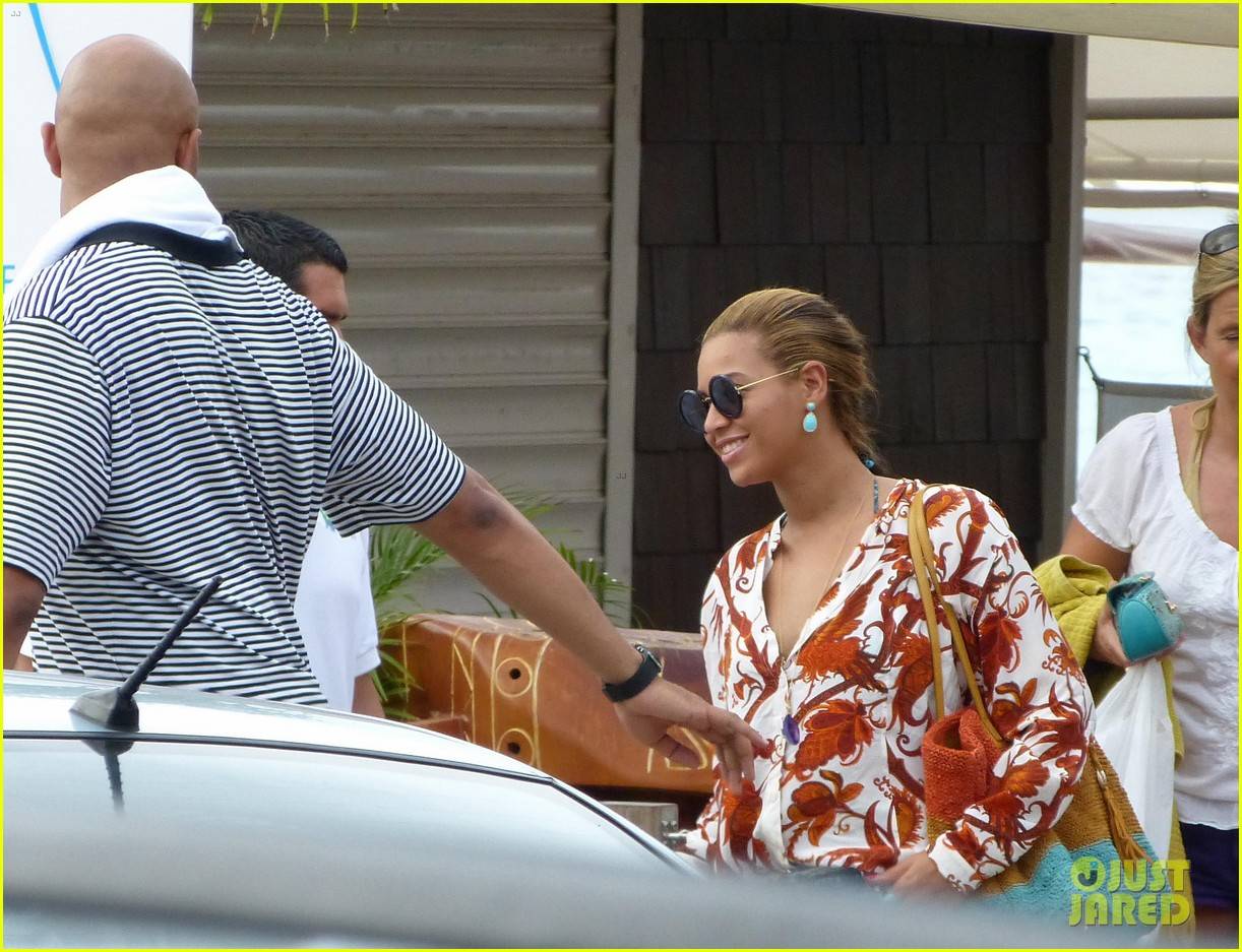beyonce jay z boating blue ivy 052646895