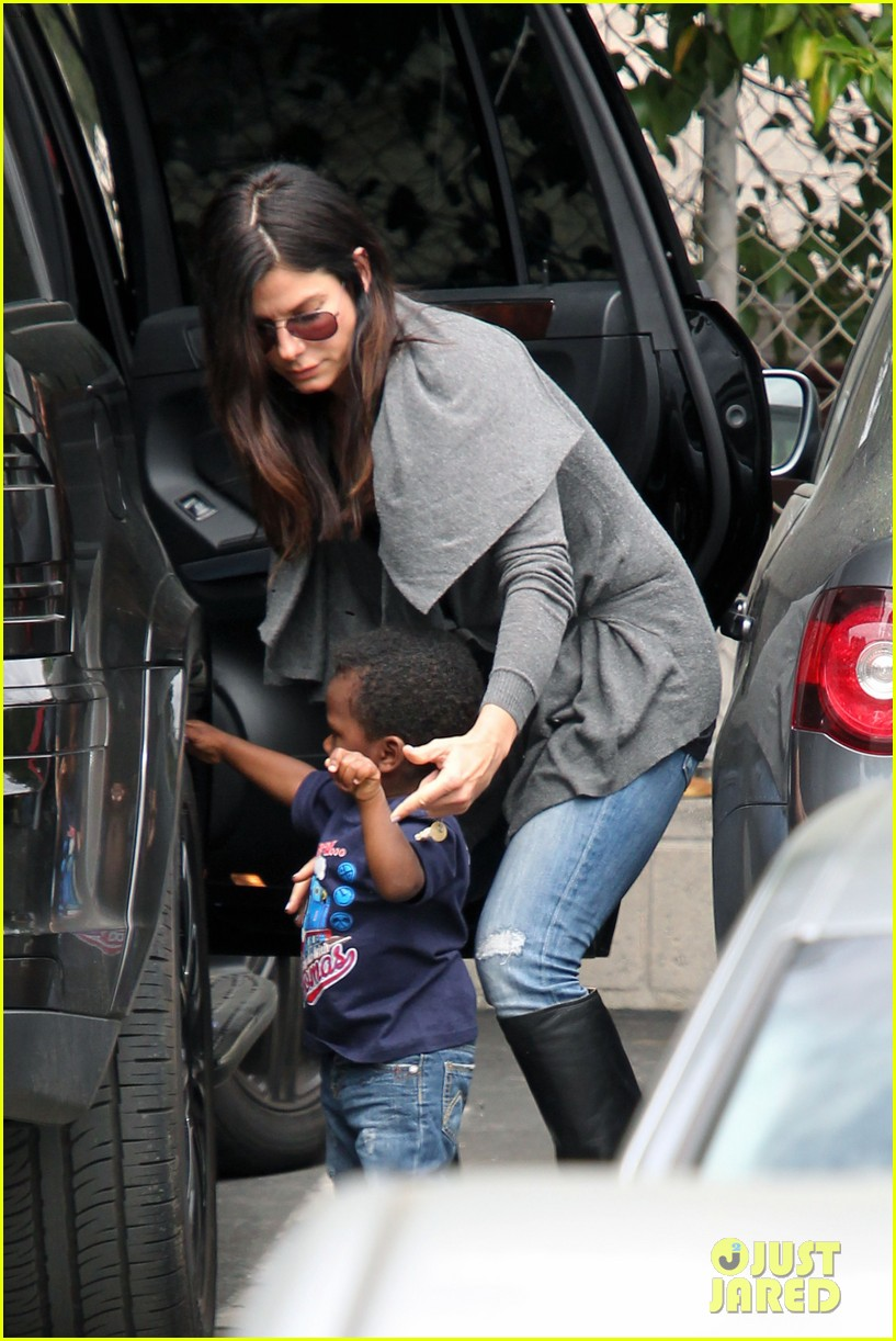 sandra bullock shopping trip with louis 07