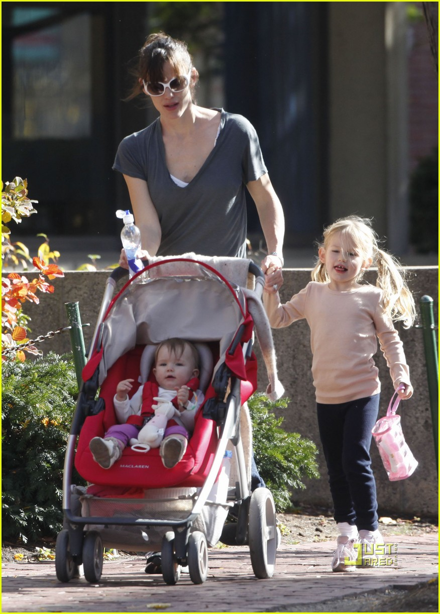 win free maclaren stroller jennifer garner angelina jolie 01