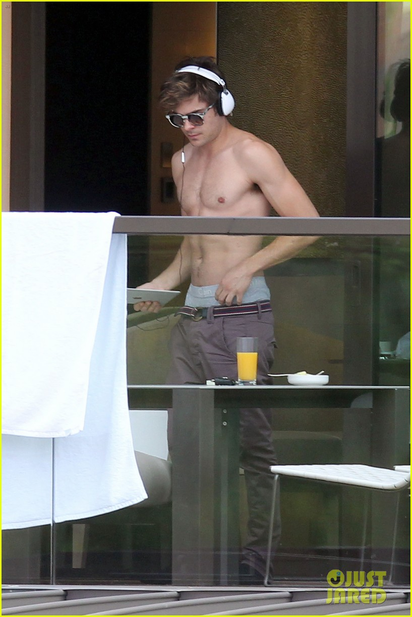 zac efron shirtless sydney 10