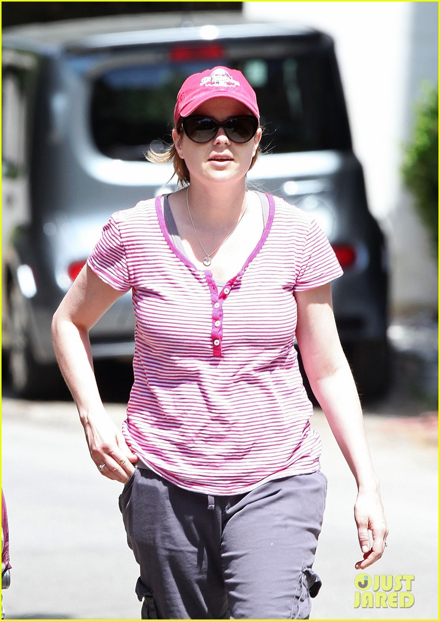 jenna fischer weston stroll 05